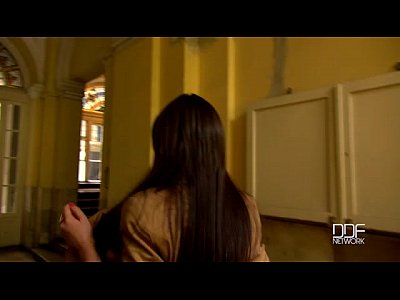 Adolescente ruso tomar y chupar en el ascensor