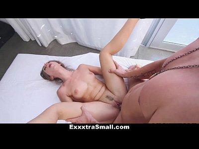 Exxxtrasmall - la pequeña bailarina se folla a su entrenador!