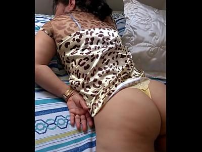 Mujeres en tangas dormida con tanga
