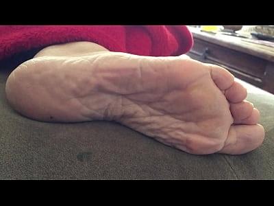 Carmen sexy wrinkled soles 2 (58 sec)