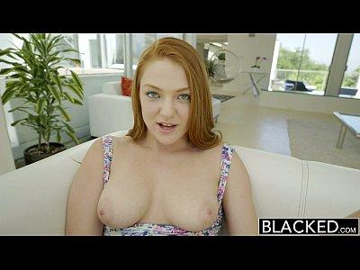 Faltaba la pelirroja adolescente goza de sexo interracial