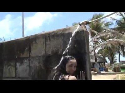 Tangas amateur Raquel culona bailando en el balneario
