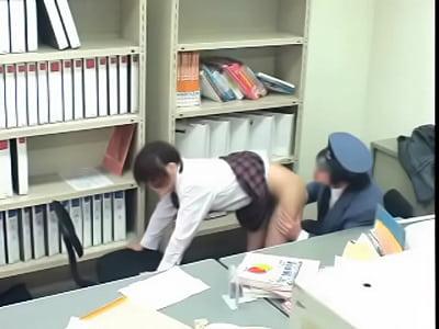 出来心からキセルしてしまった清楚な女子校生が駅長にレイプされてる