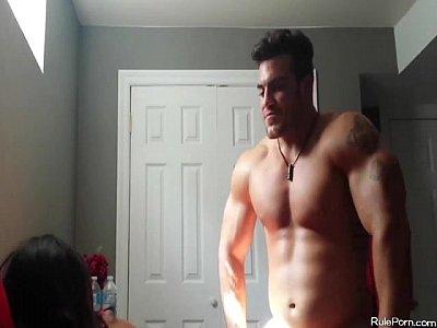 Videos De Amateur bodybuilder fucking his slim hottie