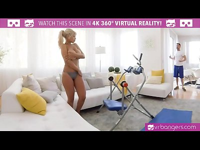 VR PORN-BRIDGETTE B SEXY MOM HAVING SEX WITH THE POOL BOY (5 min)
