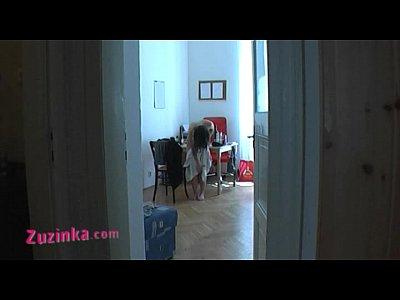 Sexy amateur zuzinka juega detrás de las escenas