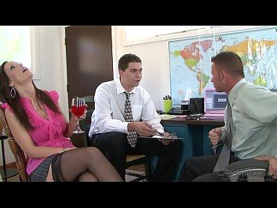Syren De Mer Busty Milf Gets Cummed (34 min)