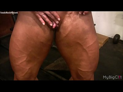 Female Bodybuilder Lisa Cross Plays with her Fucking Big Clit (4 min)