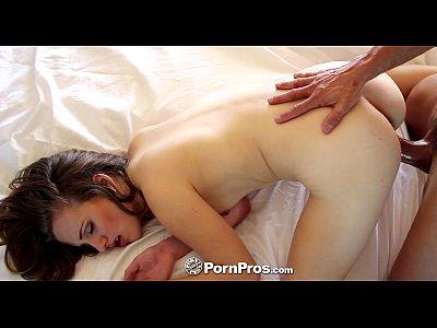 Pornpros adolescente, marissa mae saluda a su marido con el café y el coño