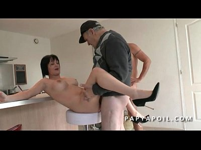Mature francaise sodomisee par son employe - 1 part 3