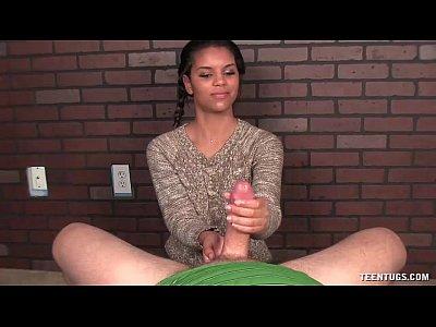 Dulce chica pov masturbación con la mano