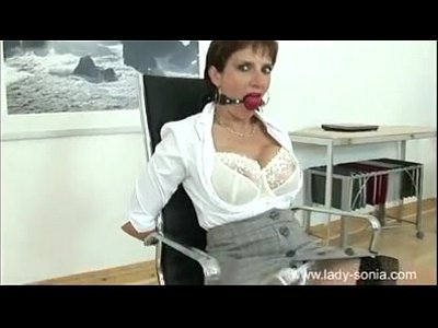 Milf lady sonia gives hot handjob on massage table - 2 part 1