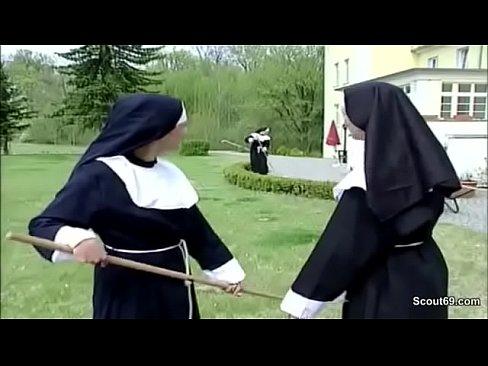 Freira vadia fodendo com o técnico no convento