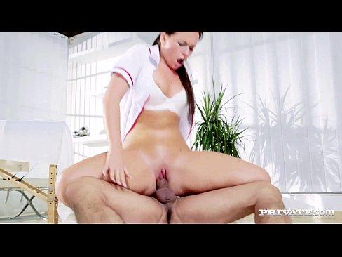 Терпеливый пациент трахнул в жопу медсестру массажистку