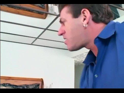 Videos Porno Caiu na net noiva safada chupando vara do policial
