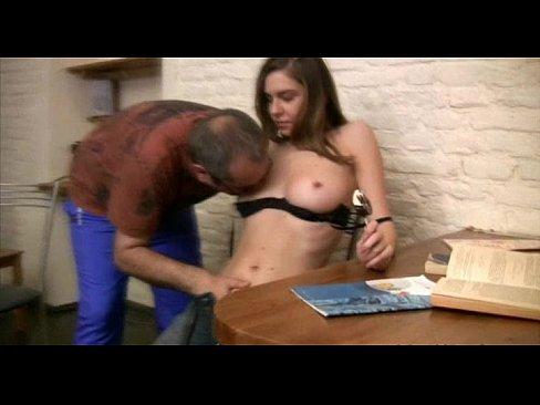 El sexo adolescente aprieta el tubo de lana