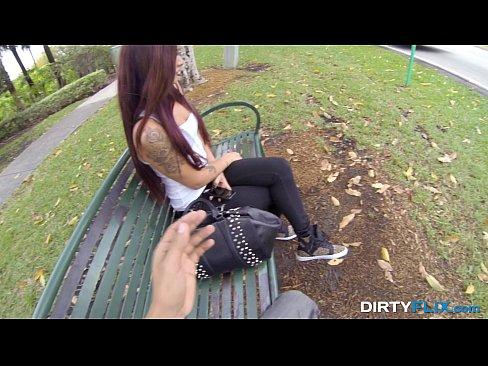Videos de Sexo Video de sexo ninfeta,pega carona e dá gos...