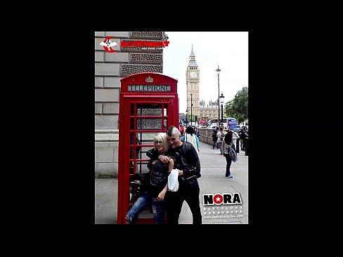 Loira se exibindo e fodendo em Londres