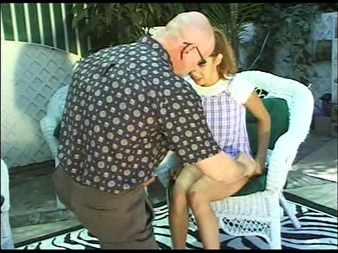 Bunicul Isi Fute Nepoata Cea Mica Si O Dezvirgineaza