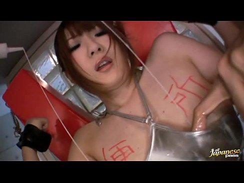 Jカップの素人女性の痙攣無料エロ動画。拘束電マで快楽漬け!