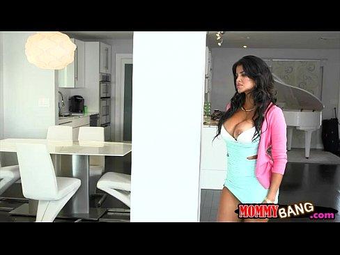 Bianka and Sarai crazy threesome session