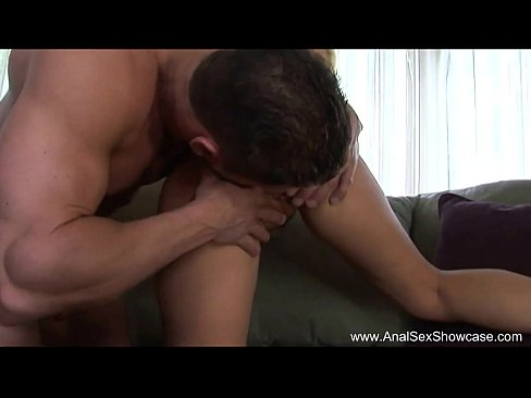 Loira russa gosta de um sexo anal selvagem