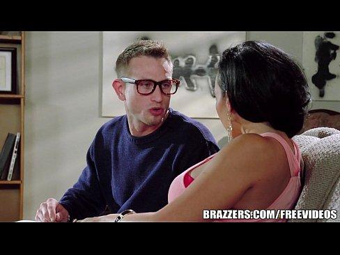 Videos de Sexo Porno melhor foda de nerd com atriz porno