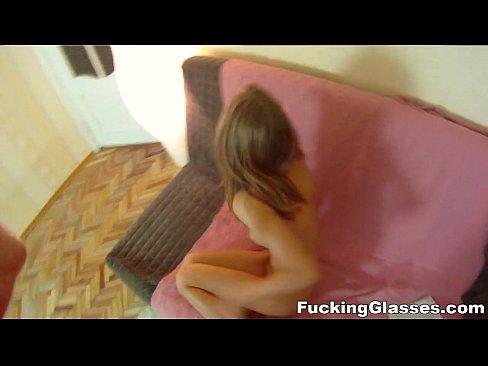 Videos de Sexo Porno magrinha adolescente levando na vagina raspada