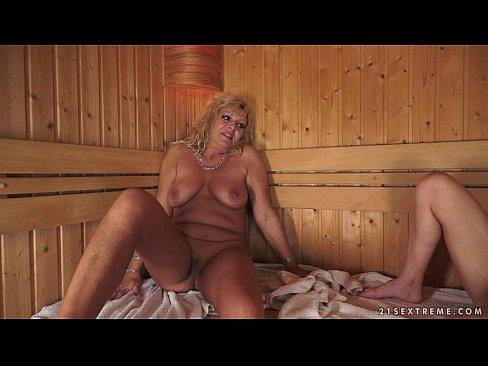 De Ziua Mamei Isi Duce Matura La Sauna Si Se Iubesc