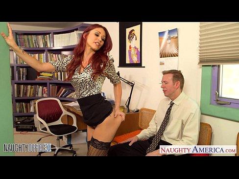 Videos de Sexo Caiu na net comendo a secretária ruiva tes...