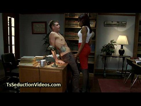 Транс дерёт ляльку видео фото 670-893