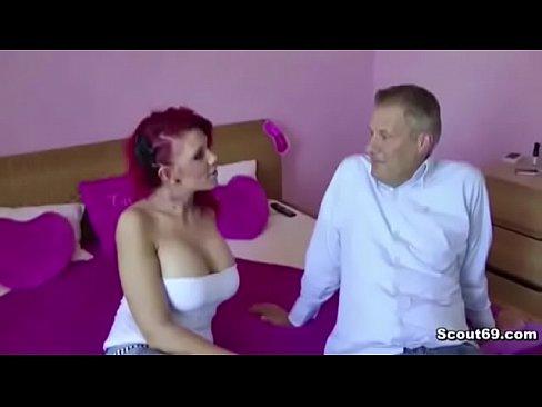 Deutsche Rothaarige Teen Hure fickt Geil mit 2 Freiern