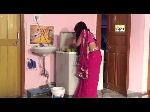 Amiga vai até a cozinha pegar água e o amigo aproveita para chupar sua buceta