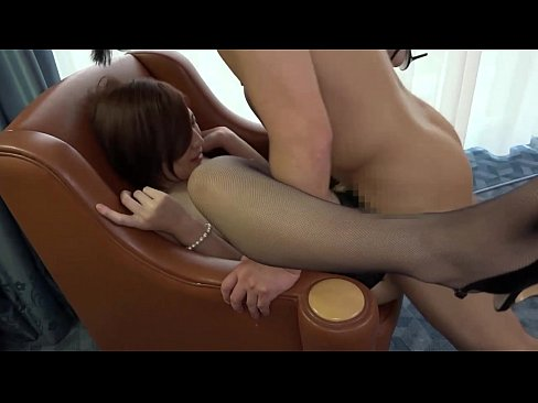【潮吹き動画】M気質の美女人妻が他人の肉棒でエロ汁出しまくって大変ですwww