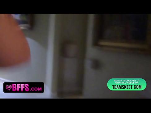 Novinha em filme porno gratis fodem na cozinha