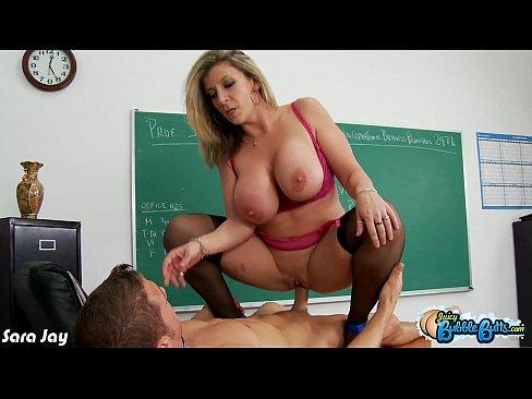 Professora Peituda Safada rebolando Gostoso na Pica do aluno