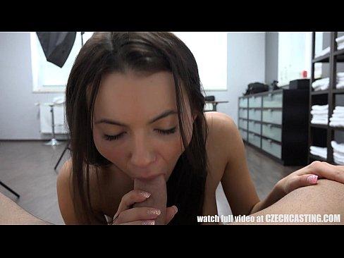 Первый порно кастинг чешской девушки