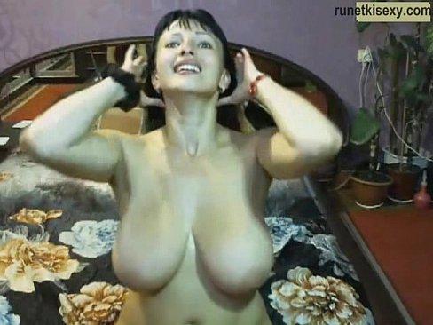 На частном порно секс с русской брюнеткой с огромными сиськами