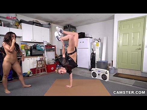 Fetele De La O Sala De Yoga Profita De Pula Insturctorului