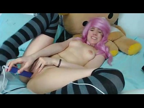 Novinha Gostosa Gozando safada em seu brinquedinho