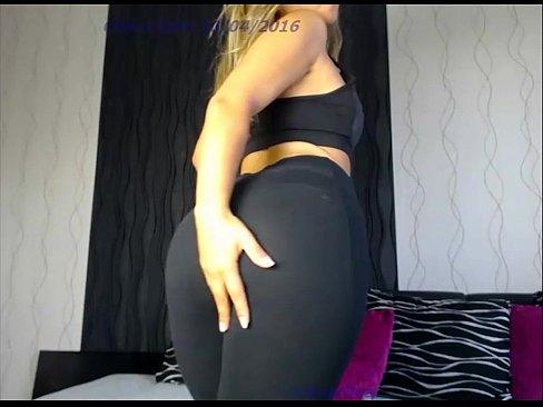 Videos de Sexo Sexo loirassa espetacular fazendo striptease na webcam para os marmanjos
